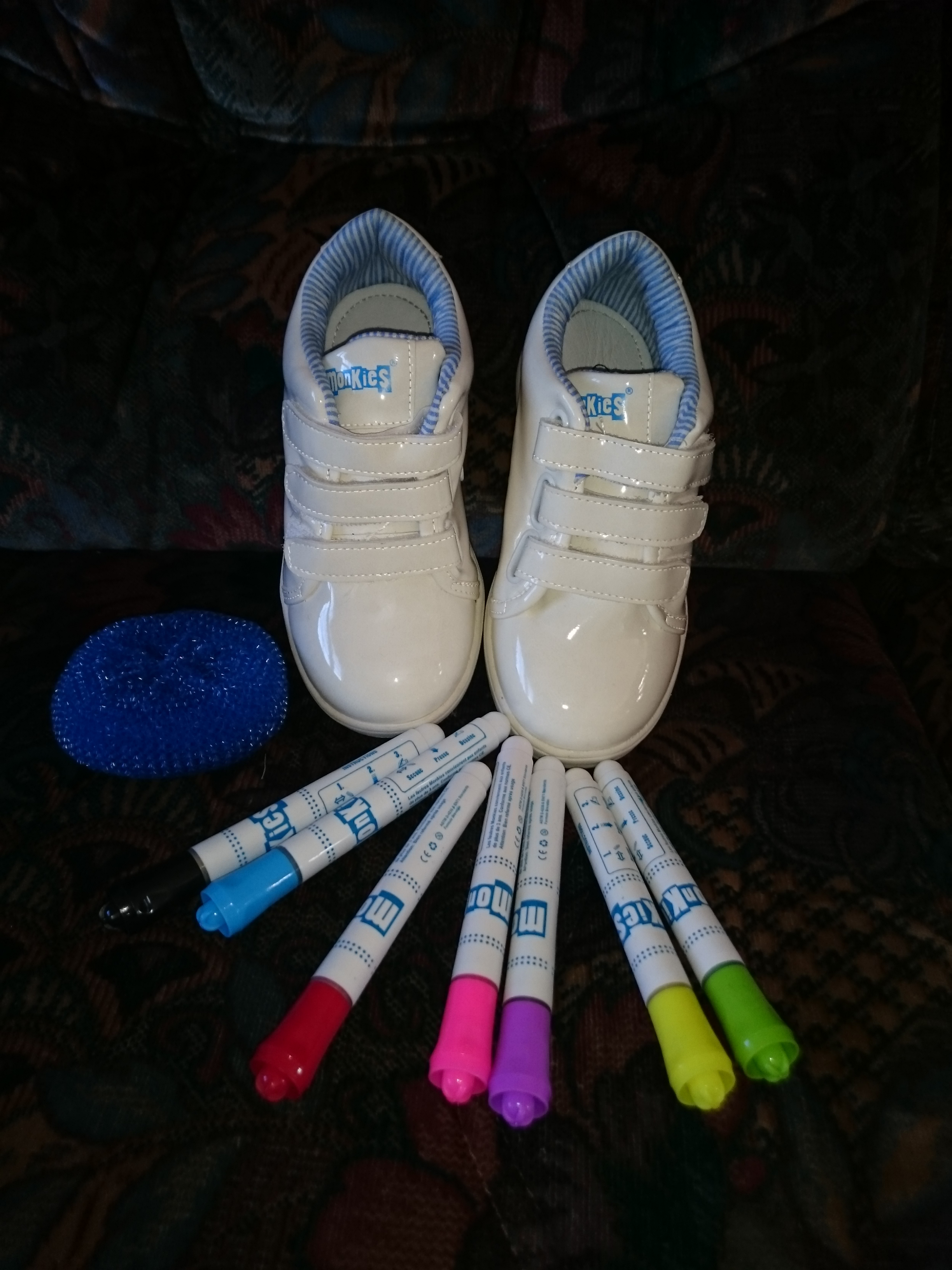 Des chaussures trop chouettes à personnaliser comme on veut !!! + {surprise}